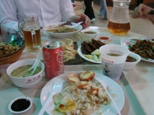 Yummy foods at a hawker centre. In the middle, my plate of chicken rice. YUMMY!